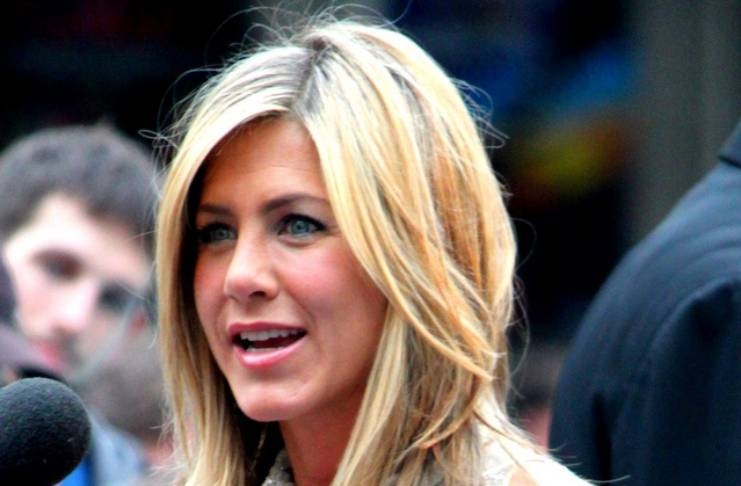 Jennifer Aniston doesn't read stories about her