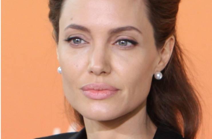 Jennifer Aniston allegedly devastated over Angelina, Justin's relationship