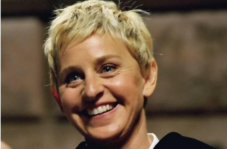 Ellen DeGeneres, Jennifer Aniston on-air kiss