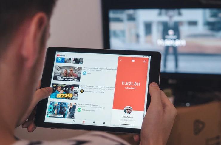 Facebook sets eye on YouTube's music video market