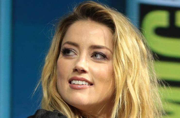 Amber Heard didn't defecate on Johnny Depp's bed