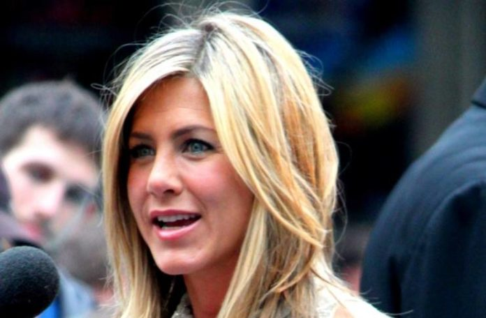 Jennifer Aniston allegedly hates sweating, asks staff to hold ice cubes on her forehead