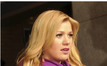Kelly Clarkson still struggling with her divorce, seeks Dolly Parton's support: Rumor